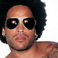 Lenny Kravitz heeft accidentje op podium