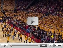 Students surprise everyone with huge flash mob